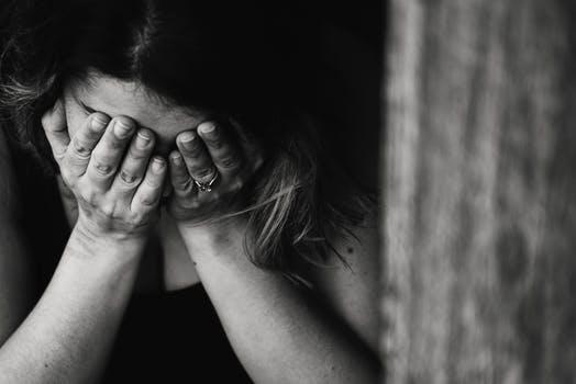 Affectieschade is een vorm van smartengeld als gevolg van verlies van overlijden, maar ook als iemand ernstig gewond raakt. Het geldt straks niet alleen bij verkeersongevallen, maar ook bij geweldmisdrijven of medische fouten. De affectieschade uitkering geeft erkenning aan de naasten.  Wat zijn de gevolgen voor de hoogte van de premie van de autoverzekering?